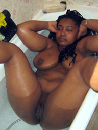 Fatty black woman washes in the bathtub