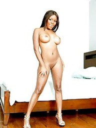 Ebony wife Candice Nicole strips off..